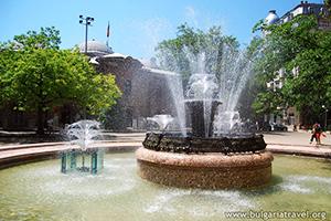 Fuente hermosa en el centro de Sofía